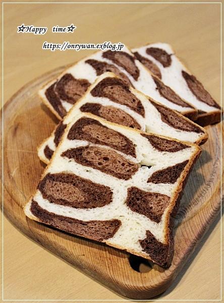 ヒョウ柄風角食でサンドイッチ弁当とアップルキウイ♪_f0348032_16174697.jpg