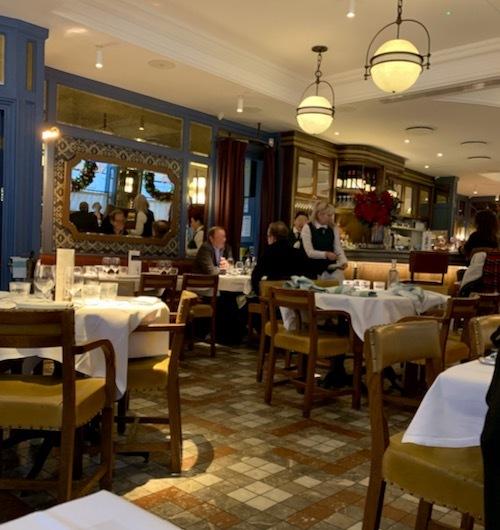 セレブリティーの通うレストランのカフェ_f0380234_08065939.jpeg