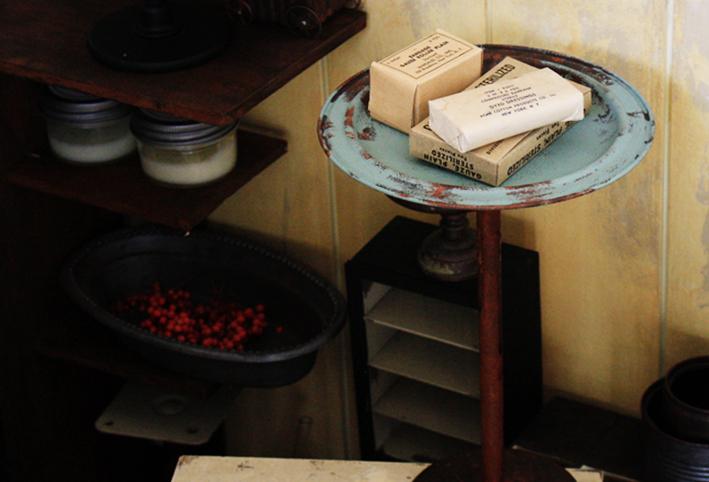 鍋の蓋で簡単DIY☆ヴィンテージライクな「スタンドプレート」_d0351435_06203110.jpg