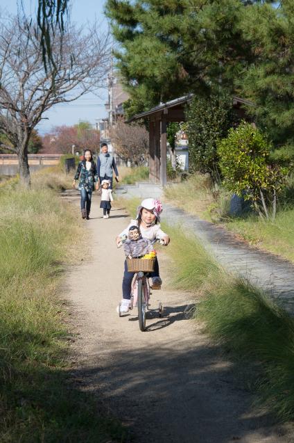 """ゆいちゃんとサラちゃん:その4 """"自転車にのって""""_e0369736_22182253.jpg"""