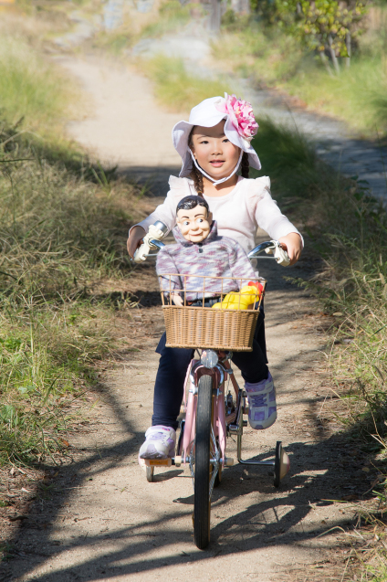 """ゆいちゃんとサラちゃん:その4 """"自転車にのって""""_e0369736_22182603.jpg"""