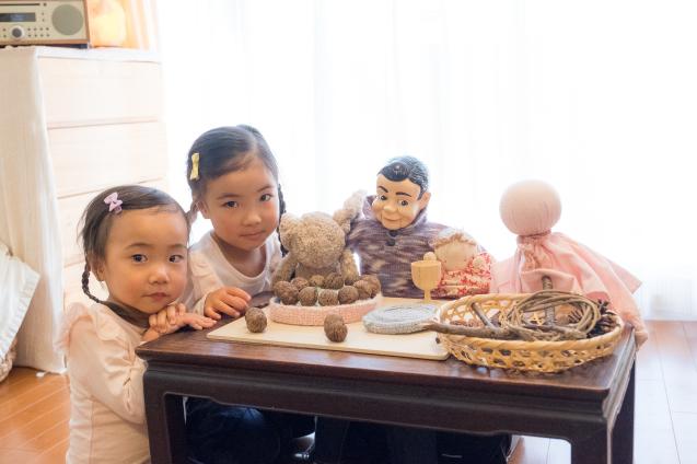 """ゆいちゃんとサラちゃん:その5 """"ケーキで宴会""""_e0369736_23290349.jpg"""