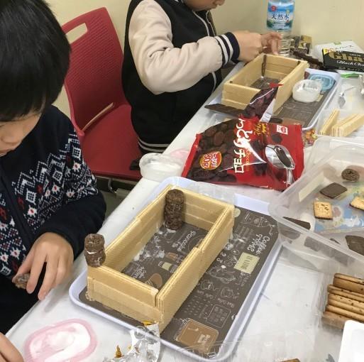 お菓子の家作り_b0159780_13054295.jpg