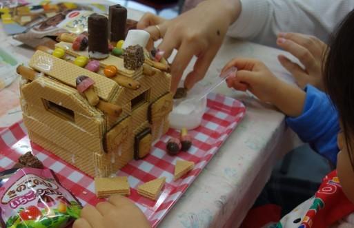 お菓子の家作り_b0159780_13183433.jpg