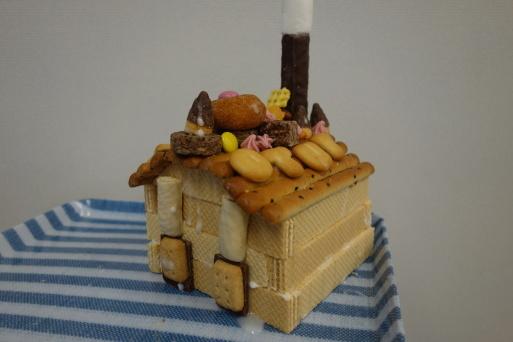 お菓子の家作り_b0159780_13261771.jpg