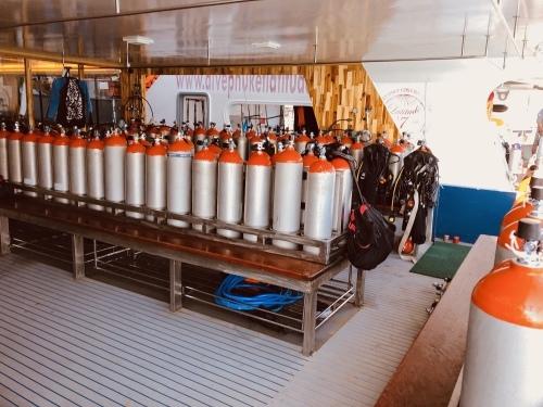 ダイビング専用大型船_f0144385_03521833.jpeg