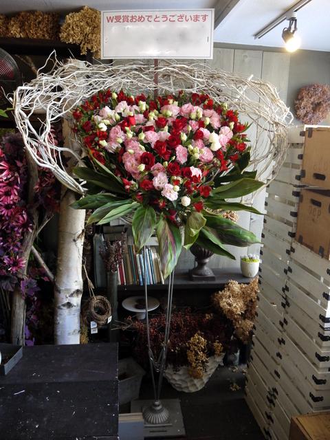 受賞記念祝賀会にスタンド花。「ハート型、赤~ピンク主体で」。ロイトン札幌にお届け。2019/12/08。_b0171193_00194225.jpg