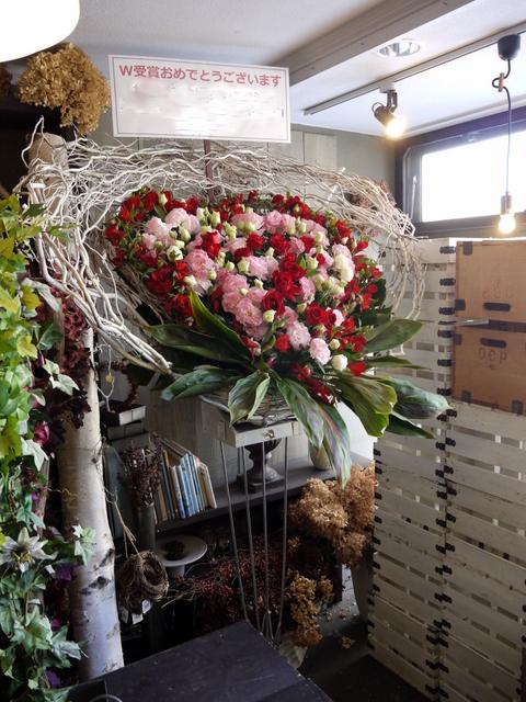 受賞記念祝賀会にスタンド花。「ハート型、赤~ピンク主体で」。ロイトン札幌にお届け。2019/12/08。_b0171193_00195313.jpg