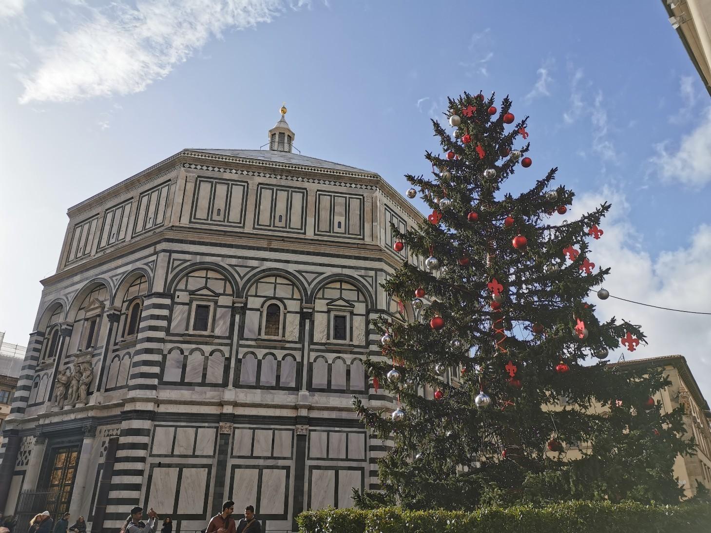 フィレンツェのクリスマスツリー点灯式_f0106597_21415094.jpg