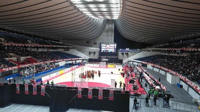 吊り屋根のデザインが印象的な代々木第一体育館でハンドボール日本選手権決勝を観戦_f0141310_07460485.jpg