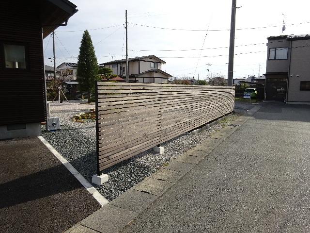 木製塀 台風19号の被害復旧工事_f0105112_04104029.jpg