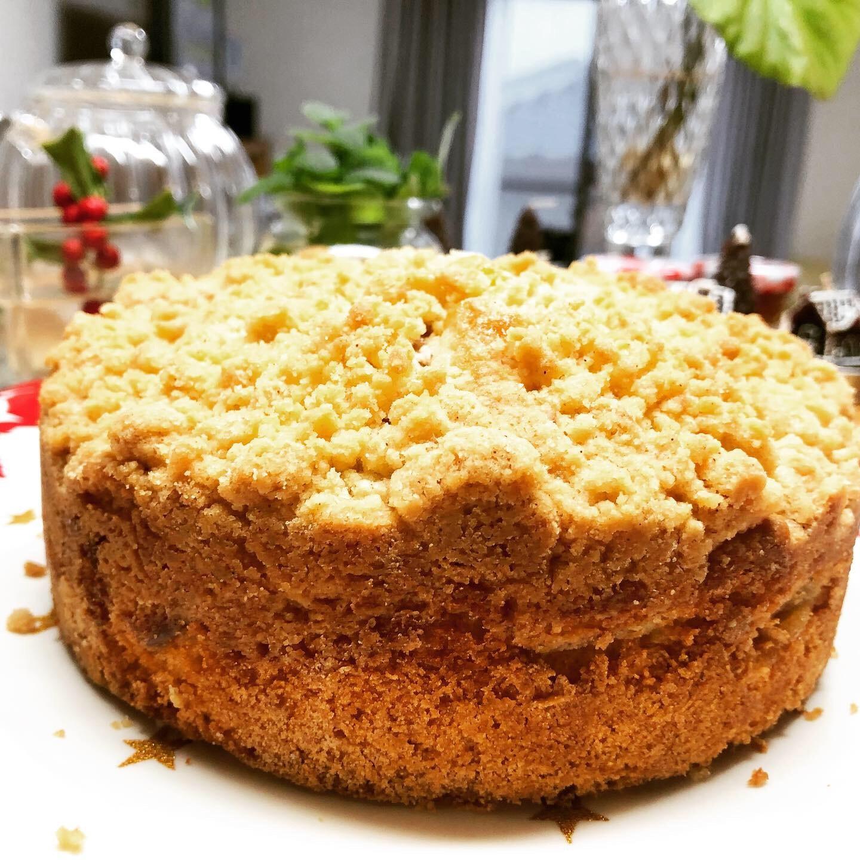 クランブルを載せた林檎のケーキ。_b0116313_23033705.jpeg