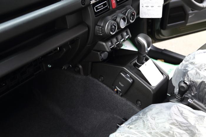 ジムニーご納車準備完了からホワイトTJも仮納車準備_f0105425_17130355.jpg