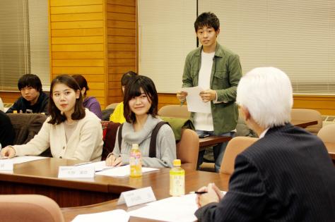 市長と北里大学生がまちづくりについて意見交換_f0237658_18152970.jpg