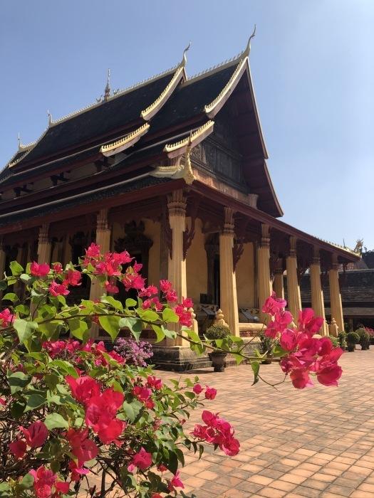 ラオスの旅 5 ビエンチャン最古の寺 ワット・シーサケート_a0092659_15530400.jpg
