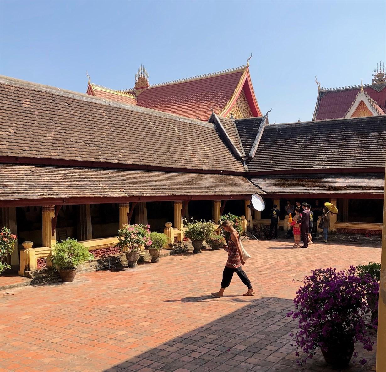 ラオスの旅 5 ビエンチャン最古の寺 ワット・シーサケート_a0092659_15582091.jpg