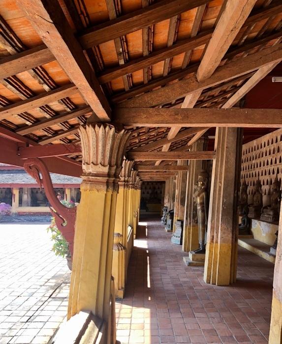 ラオスの旅 5 ビエンチャン最古の寺 ワット・シーサケート_a0092659_16135902.jpg