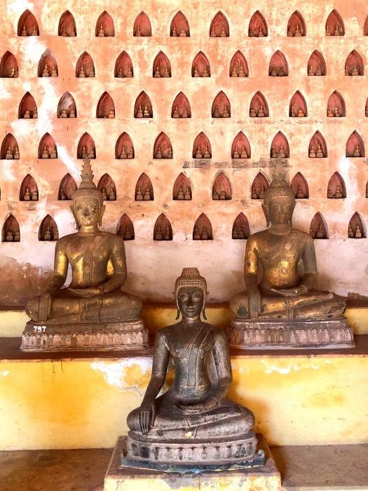 ラオスの旅 5 ビエンチャン最古の寺 ワット・シーサケート_a0092659_22525740.jpg