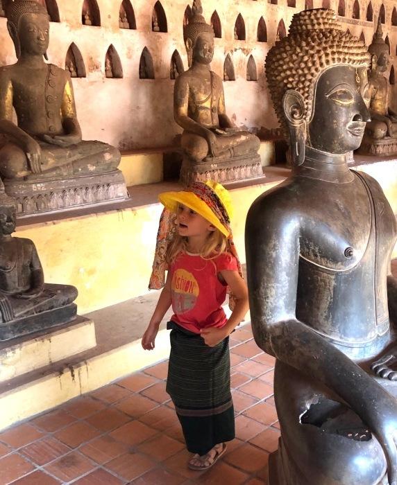 ラオスの旅 5 ビエンチャン最古の寺 ワット・シーサケート_a0092659_23040508.jpg