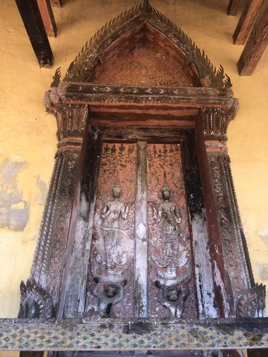 ラオスの旅 5 ビエンチャン最古の寺 ワット・シーサケート_a0092659_23270409.jpg
