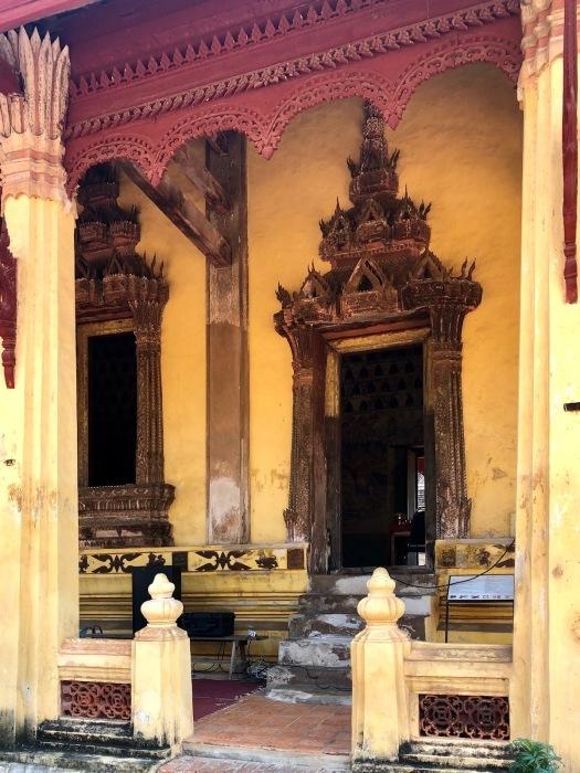 ラオスの旅 5 ビエンチャン最古の寺 ワット・シーサケート_a0092659_23384010.jpg