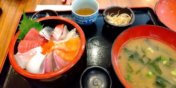 箕面銀蔵 海鮮丼 _d0202264_6165680.jpg