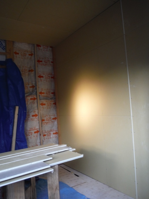 6畳間増築 ~ 室内工事 。_d0165368_04334050.jpg