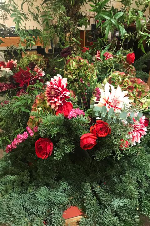 ターゲ・アンデルセンの器に会場装花をしました♪_f0127281_19273508.jpg