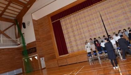学校によっては授業が始まる前に撮影するので........._b0194185_18503235.jpg