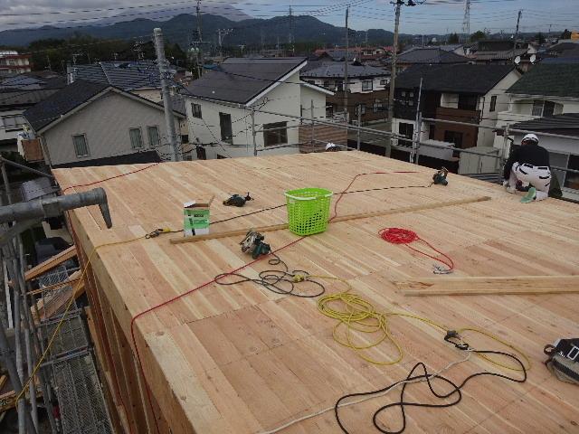 滝沢 穴口の家 建て方作業進行中です!_f0105112_04001722.jpg