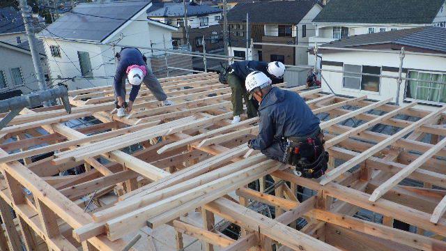 滝沢 穴口の家 建て方作業進行中です!_f0105112_04001814.jpg