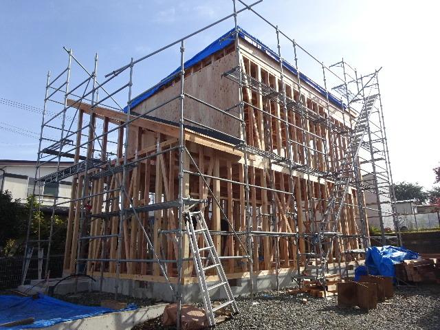 滝沢 穴口の家 建て方作業進行中です!_f0105112_04052755.jpg