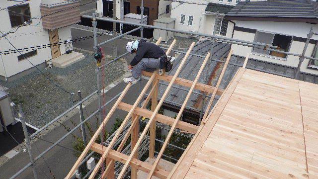 滝沢 穴口の家 建て方作業進行中です!_f0105112_04052890.jpg