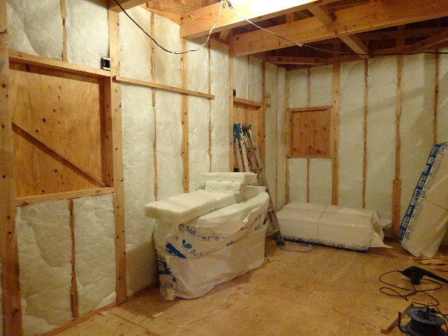 滝沢 穴口の家 建て方作業進行中です!_f0105112_04192377.jpg