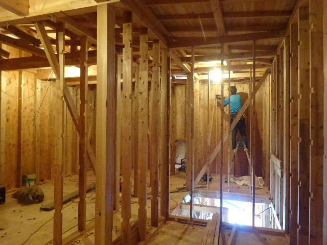 滝沢 穴口の家 建て方作業進行中です!_f0105112_04192457.jpg