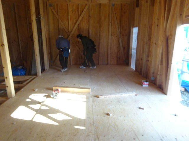 滝沢 穴口の家 建て方作業進行中です!_f0105112_04192485.jpg