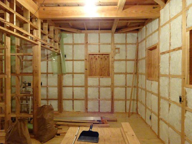 滝沢 穴口の家 建て方作業進行中です!_f0105112_04274914.jpg