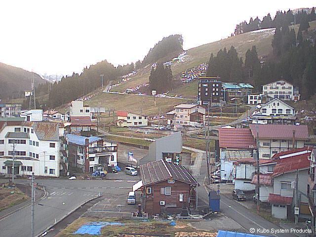 2019年12月12日 湯沢周辺のスキー場 朝のライブカメラチェック_e0037849_07302294.jpg