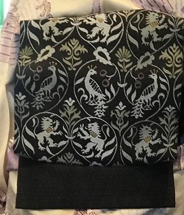 11周年・頂かれた染匹田の扇面の着物に孔雀や獅子の帯。_f0181251_18400245.jpg