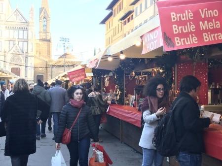 サンタ・クローチェ広場のクリスマスマーケット_a0136671_23583218.jpeg