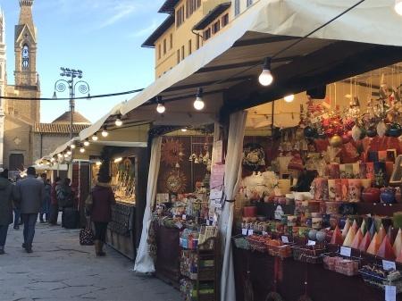 サンタ・クローチェ広場のクリスマスマーケット_a0136671_23584435.jpeg