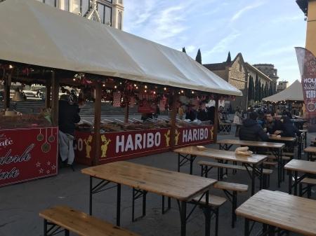サンタ・クローチェ広場のクリスマスマーケット_a0136671_23592123.jpeg