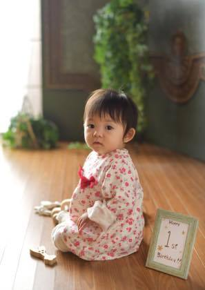 可愛い子供さん......1歳になるYちゃん......._b0194185_18505297.jpg
