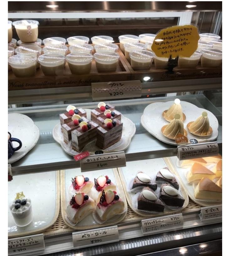 新しいケーキ屋さん_f0217090_09211599.jpg