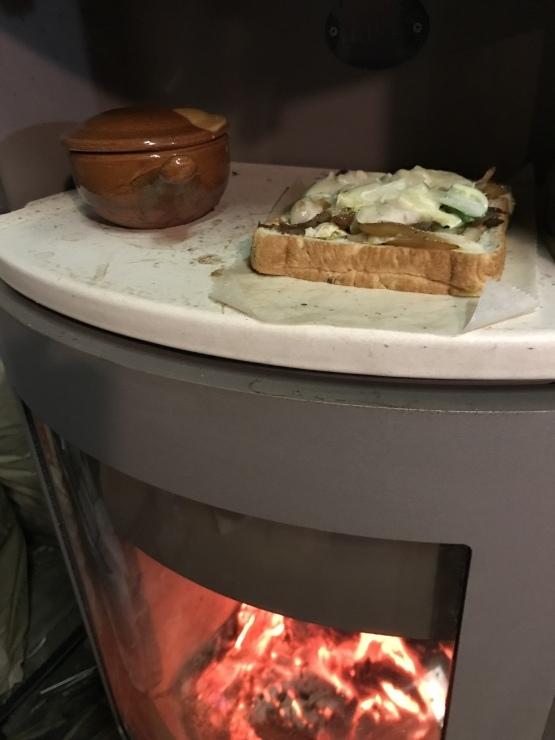 朝食はストーブオーブンで      アトリエは  カレンダー作り_c0100195_07043667.jpeg