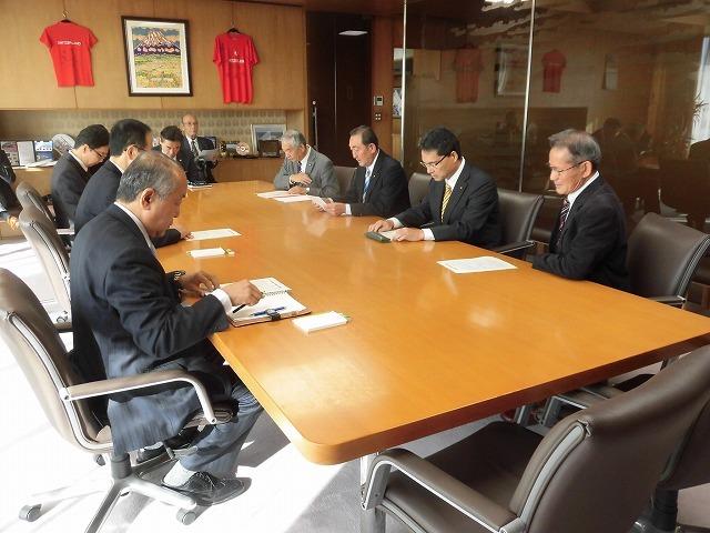 所属する会派「ふじ21」で、小長井市長に令和2年度の予算編成に対する要望書を提出_f0141310_07344406.jpg