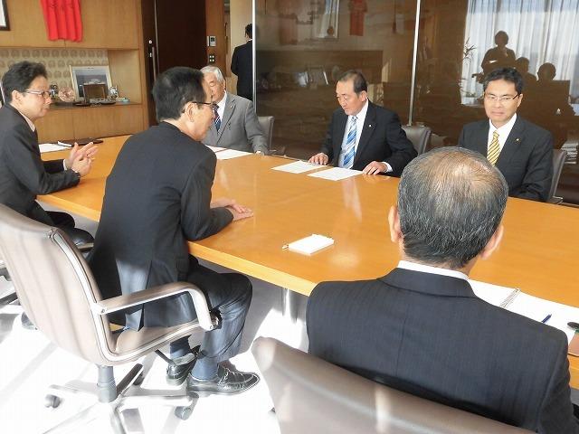 所属する会派「ふじ21」で、小長井市長に令和2年度の予算編成に対する要望書を提出_f0141310_07345146.jpg
