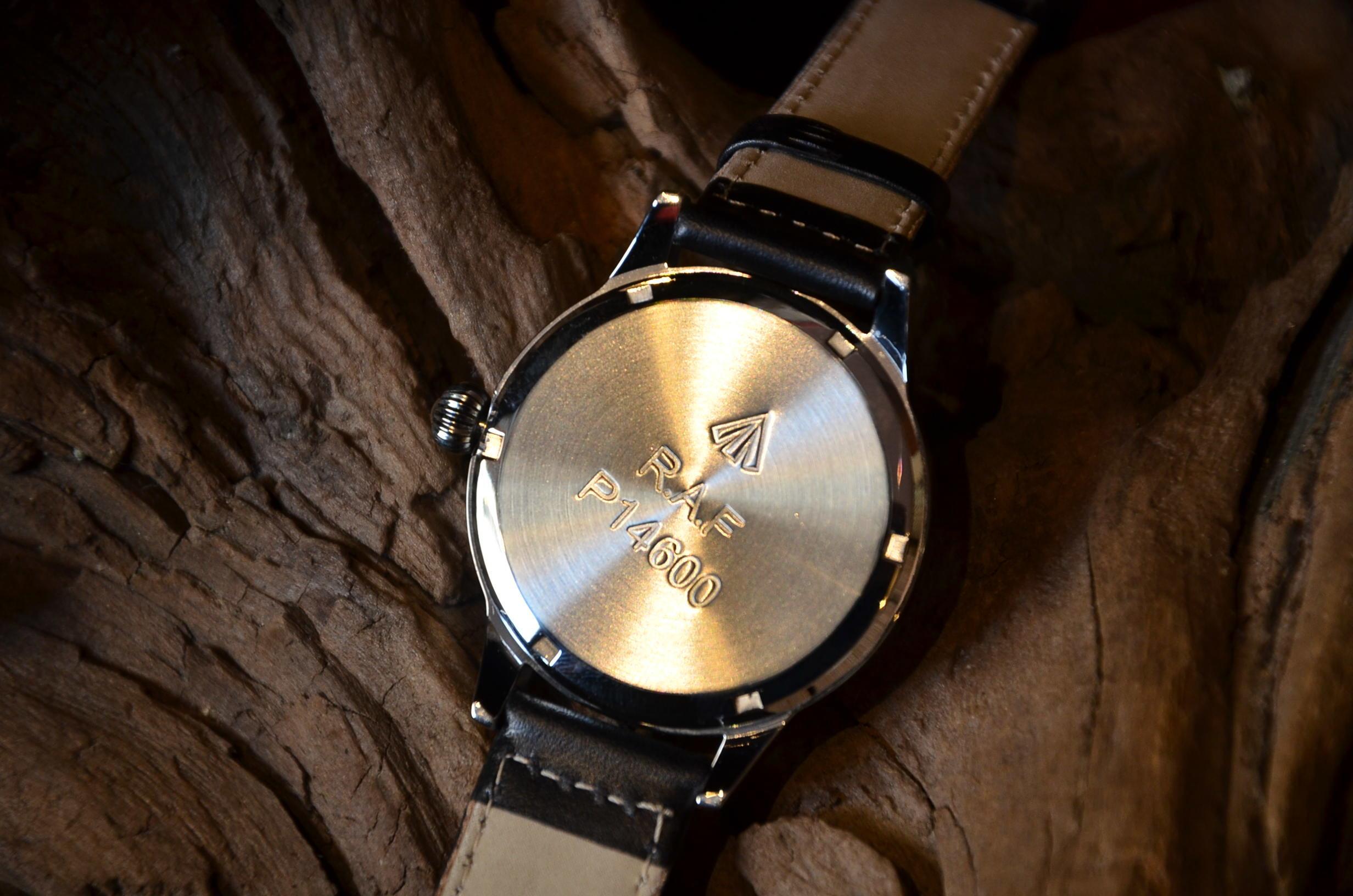 クリスマスギフトにも最適な腕時計_c0167336_15491296.jpg