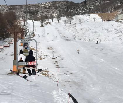 人口雪コースのみが滑れる兵庫県のハチ高原........_b0194185_18442349.jpg