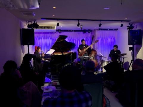 Jazzlive Cominジャズライブカミン   広島 薬研堀 12月15日日曜日のライブは14時スタート_b0115606_01541766.jpeg